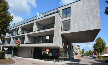 Nieuwbouwappartement (1.7) met 2 slaapkamers en ruim terras. Parking in parkeergarage.