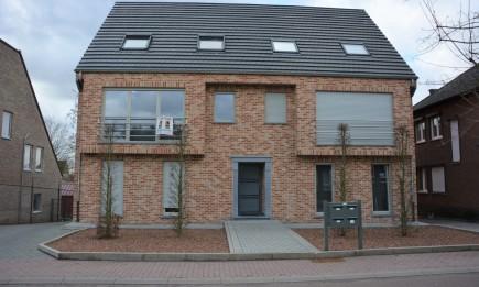 Recent duplex-appartement met 3 slaapkamers, veranda en terras.