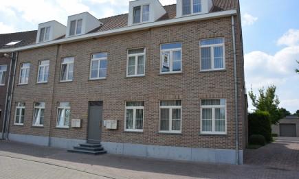 Recent duplex-appartement met ruim terras en afgesloten garage