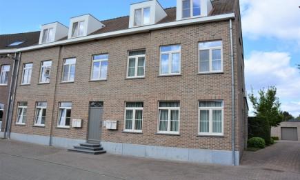 Duplex-appartement met 3 slaapkamers, ruim terras en afgesloten garage