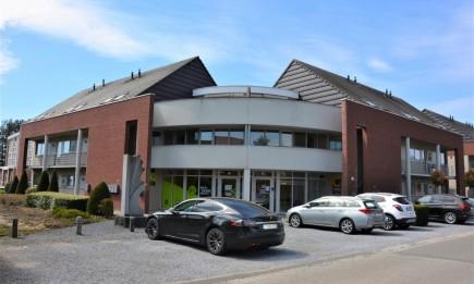 Gelijkvloers appartement met ruim terras en private parking