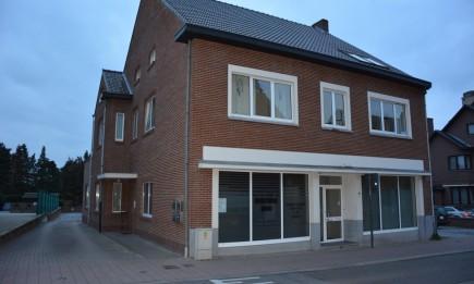 Dakappartement met twee slaapkamers gelegen in het centrum.