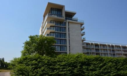 Recent appartement in Hassaporta aan de Blauwe Boulevard. Inclusief private parking en kelderberging.
