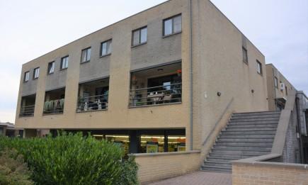 Ruim duplex-appartement met 3 slaapkamers en garage. Gelegen in het centrum van Dilsen.