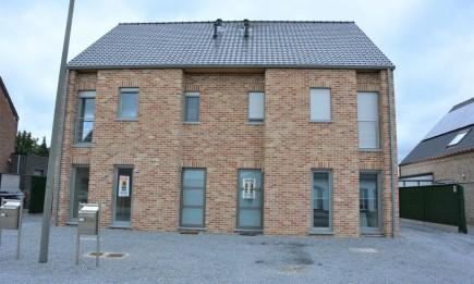 Nieuwbouwwoning (rechts) met 3 slaapkamers en garage