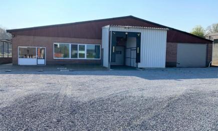 Bedrijfsgebouw met koel-, opslag- en werkruimtes. EG-gekeurd.