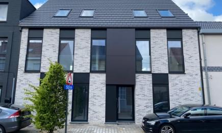 Nieuwbouw, gelijkvloers appartement met terras en tuin